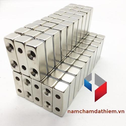 Nam châm hình khối L30x10x10 lỗ 8x4