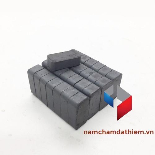 Nam châm ferrite L20x10x6 mm